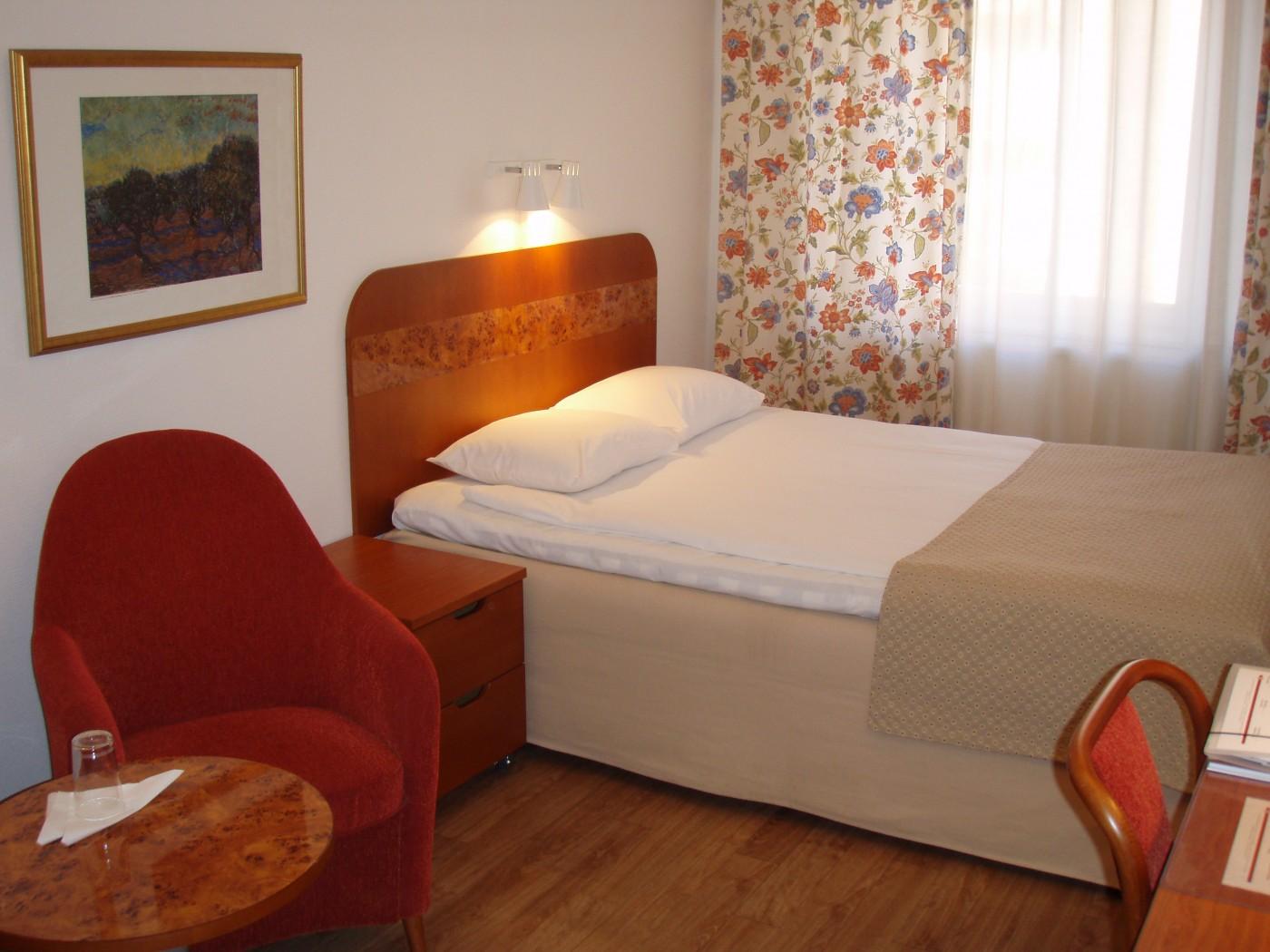 Dubbelrum grandlit 140 cm bred säng