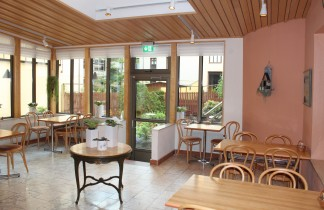 glasverandan del av frukostmatsalen samt konferensavdelning på Hotel Lorensberg