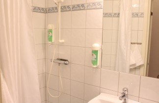Dusch & toalett i dubbel grandlit